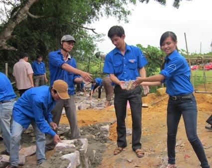 Ký kết chương phối hợp hỗ trợ xây dựng, cải tạo, di dời chuồng trại xây dựng công trình vệ sinh hộ gia đình năm 2012